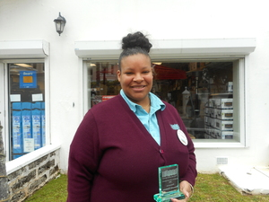 SOMERSET MARKETPLACE'S  EMPLOYEE OF THE QUARTER  Shauntia Simmons
