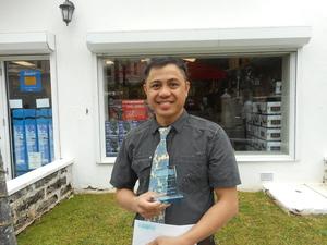 SHOPPING CENTRE'S  EMPLOYEE OF THE QUARTER  Roberto Eugenio Jr.